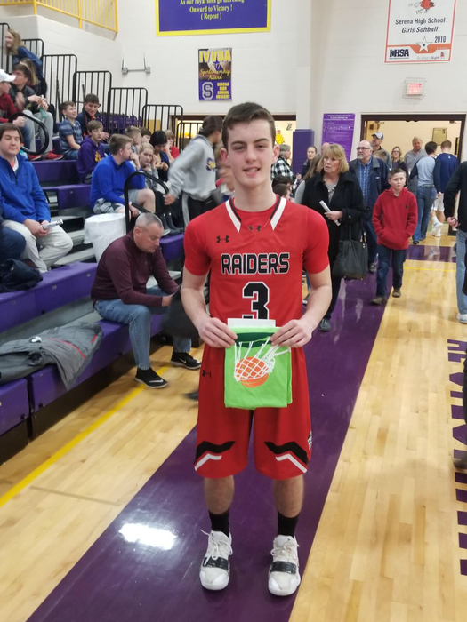 Landon Larkin advances in 3 point shootout